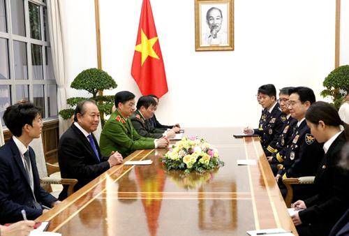 Phó Thủ tướng Thường trực Chính phủ Trương Hòa Bình tiếp đoàn đại biểu cấp cao Cơ quan Cảnh sát quốc gia Hàn Quốc do Tư lệnh Kim Chang Yong dẫn đầu. Ảnh: VGP/Nguyễn Hoàng