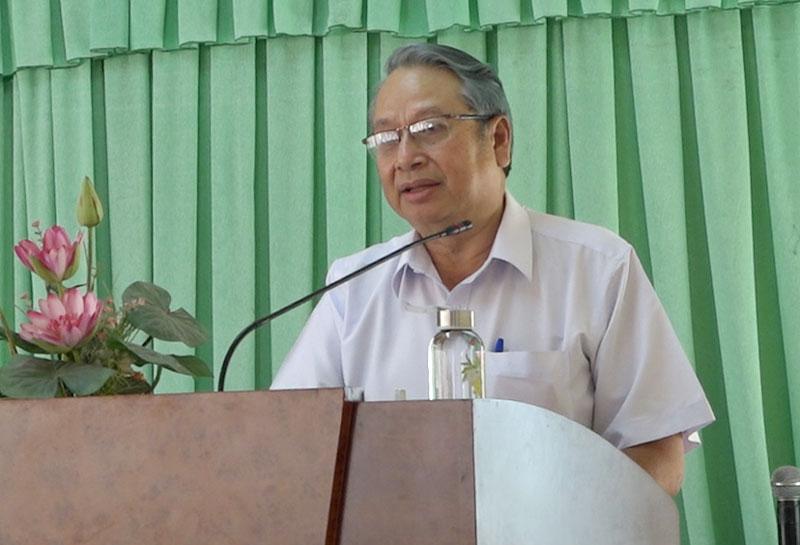 Trưởng ban Tuyên giáo Tỉnh ủy - Hiệu trưởng Trường Chính trị Cao Văn Dũng phát biểu tại lễ khai giảng.