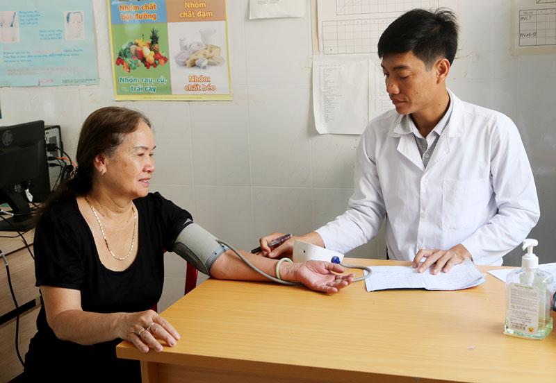 Kiểm tra các yếu tố nguy cơ để tầm soát sớm bệnh đái tháo đường. Ảnh: Ph.Hân