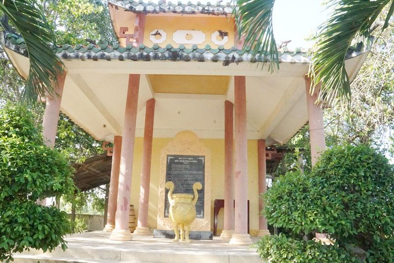 Nhà bia lưu niệm Đốc binh Phan Ngọc Tòng. Ảnh: A.Nguyệt