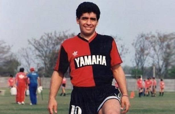 Maradona trong màu áo Newell's Old Boys