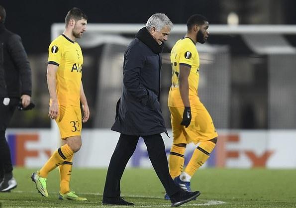 HLV Mourinho chỉ trích tinh thần của học trò