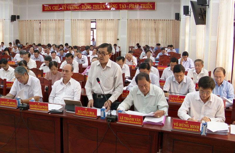 Trưởng Ban Dân vận Tỉnh ủy Bùi Văn Bia phát biểu thảo luận tại hội trường. Ảnh: Trọng Ân