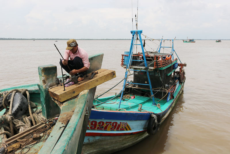 Tàu neo đậu tại Cảng cá huyện Ba Tri.