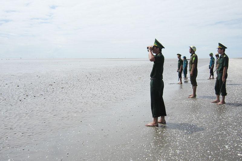 Cán bộ, chiến sĩ Bộ đội Biên phòng tỉnh tuần tra bảo vệ biên giới biển. Ảnh: B. Cương