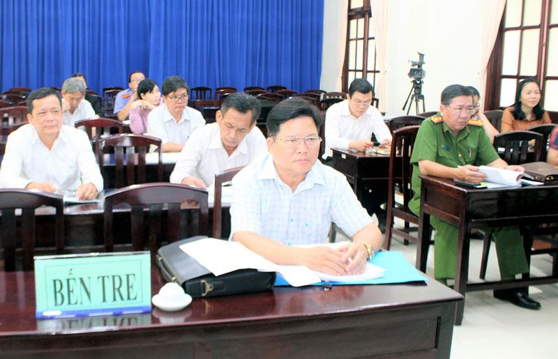 Đại biểu tham dự hội nghị trực tuyến tại điểm cầu Bến Tre.