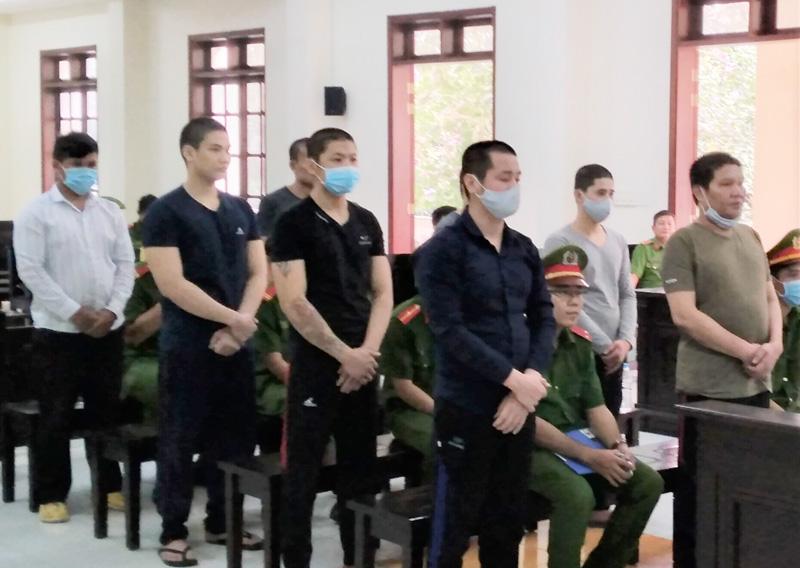 Các bị cáo tại phiên tòa hình sự phúc thẩm ngày 18-12-2020.