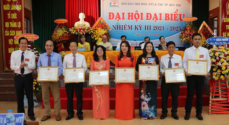 Các tấm lòng vàng đã hỗ trợ, đóng góp cho hoạt động của hội được tri ân.