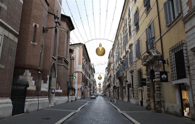 Cảnh vắng vẻ tại Rome, Italy ngày 24-12-2020 trong bối cảnh dịch COVID-19 lan rộng. Ảnh: THX/ TTXVN