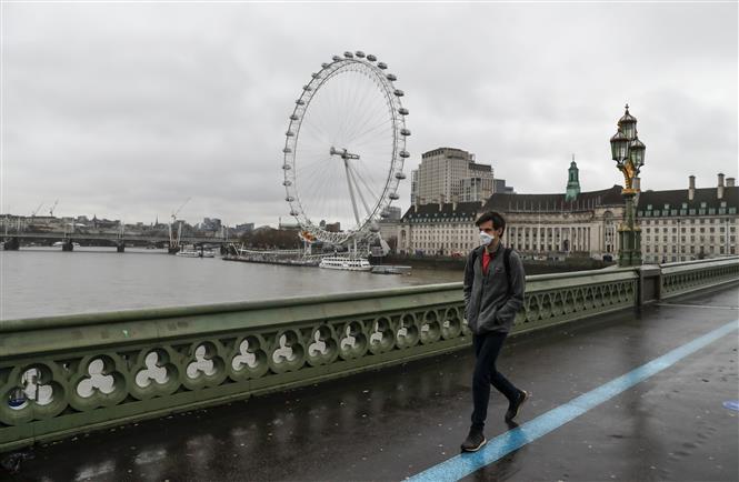 Cảnh vắng vẻ tại thủ đô London, Anh khi lệnh phong tỏa được tái áp đặt do sự xuất hiện của chủng virus mới gây bệnh COVID-19, ngày 21-12-2020. Ảnh: THX/TTXVN