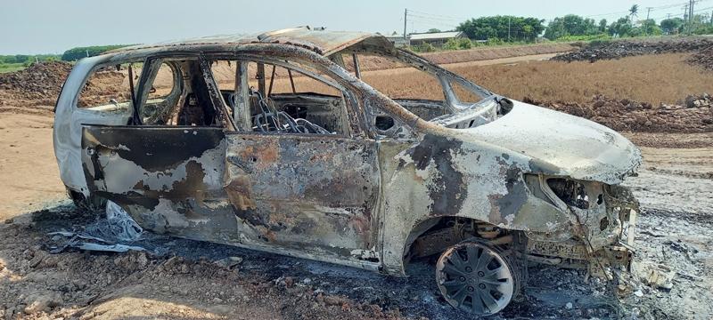 Chiếc xe ô tô bị cháy. Ảnh: Lê Nguyễn.