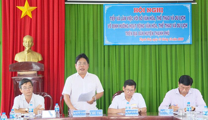 Giám đốc Sở Văn hóa, Thể thao và Du lịch tỉnh Nguyễn Văn Bàn phát biểu tại buổi làm việc.