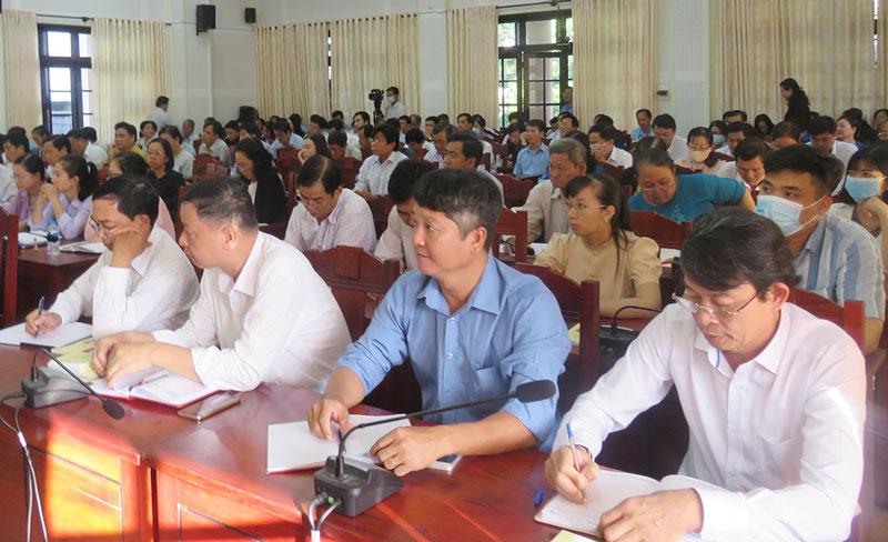 Đại biểu tham gia hội nghị.