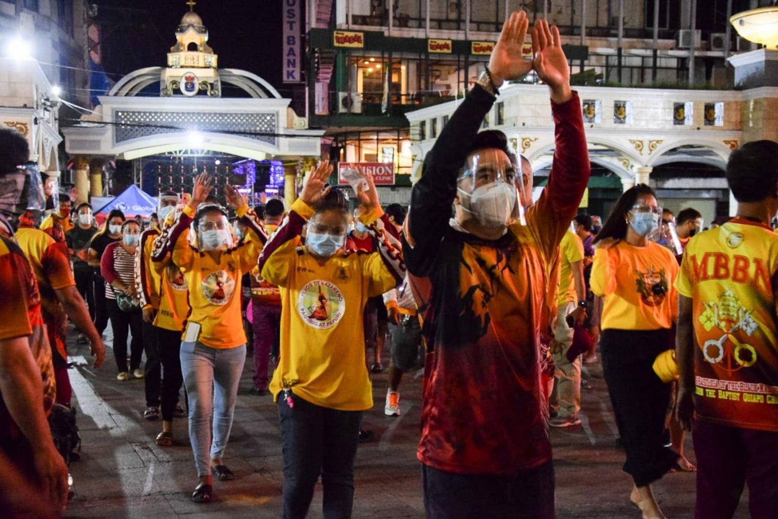 """Nguy cơ lây nhiễm khi hàng ngàn người đổ tới Quiapo, gần Manila, dự lễ hội """"Black Nazarene"""". Ảnh: Philstar"""