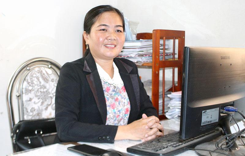Chị Nguyễn Thị Ri Đô - Phó chủ tịch Hội Liên hiệp Phụ nữ huyện Mỏ Cày Nam.