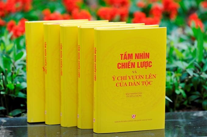 """Cuốn sách """"Tầm nhìn chiến lược và ý chí vươn lên của dân tộc""""."""