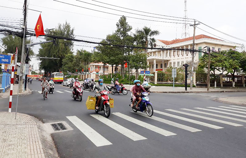 2 trụ trên Đại lộ Đồng Khởi, tại ngã tư giao nhau giữa Đại lộ Đồng Khởi và đường Hai Bà Trưng.
