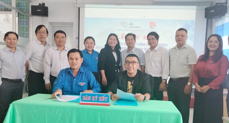 Lễ ký kết triển khai các hoạt động giữa Tỉnh Đoàn và Công ty cổ phần Giáo dục sáng tạo Châu Á AIE