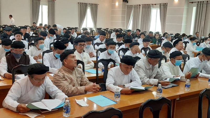 Đại biểu chức sắc, chức việc các tôn giáo dự quán triệt nghị quyết.