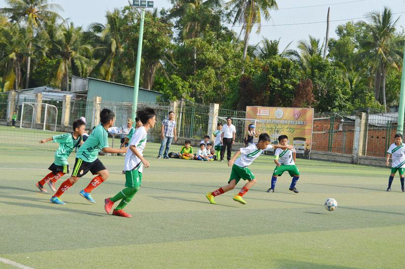 Các em tham gia thi đấu Hội khỏe Phù đổng cấp huyện, thành phố.