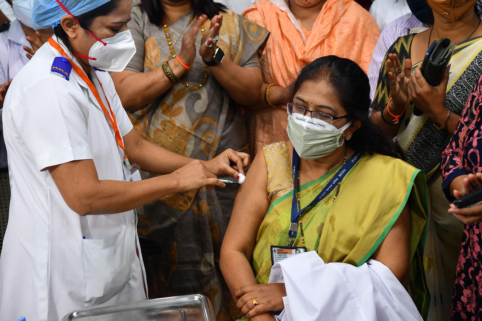 Tiêm phòng COVID tại Mumbai, Ấn Độ ngày 16-1-2021. Ảnh: AFP/Getty Images