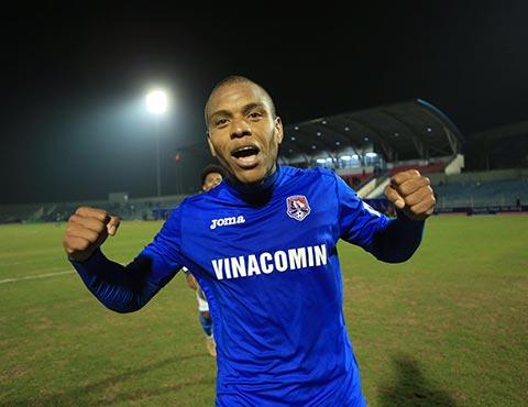 Tiền đạo Eydison đã ghi 2 bàn thắng ở thời khắc quyết định cho đội khách.