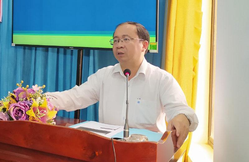 Bí thư Huyện ủy - Chủ tịch UBND huyện Nguyễn Văn Dũng triển khai nghị quyết.