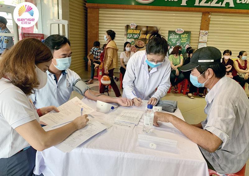 Chương trình đã tổ chức khám bệnh miễn phí cho cộng đồng. Ảnh: Trần Hạnh
