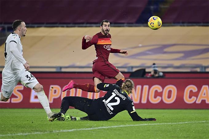 Mkhitaryan ghi bàn nhưng không cứu được AS Roma
