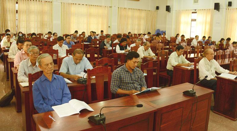 Các đại biểu học tập nghị quyết do Ban Tuyên giáo Tỉnh ủy tổ chức ngày 19-1-2021. Ảnh: H.Vũ