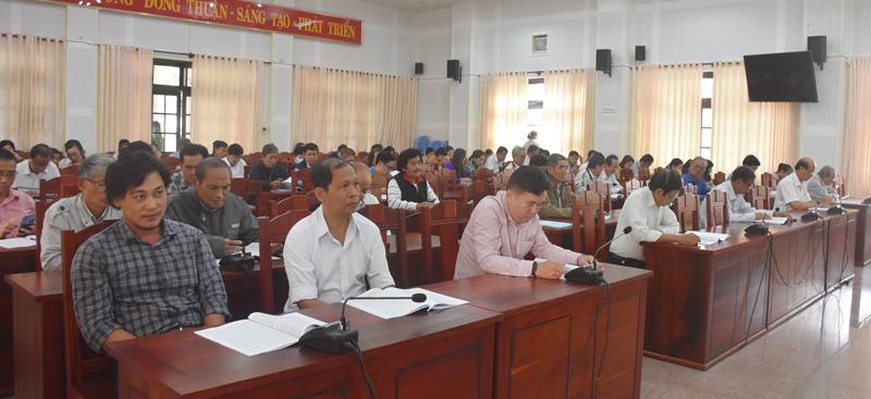 Đội ngũ trí thức, văn nghệ sĩ, báo chí trên địa bàn tỉnh tham dự hội nghị.