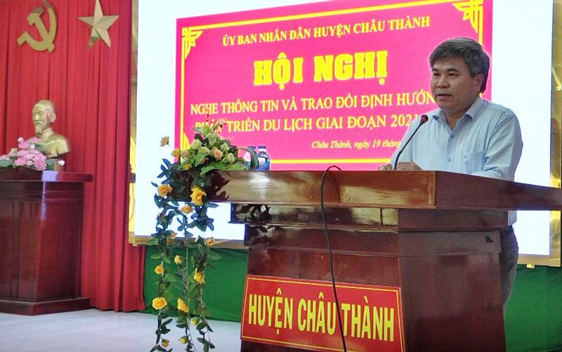 Bí thư Huyện ủy - Chủ tịch UBND huyện Dương Văn Phúc  phát biểu tại hội nghị. Ảnh: Hoài Nhân.
