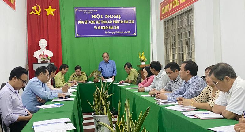 Phó giám đốc Sở Nông nghiệp và phát triển nông thôn Huỳnh Quang Đức phát biểu tại hội nghị.
