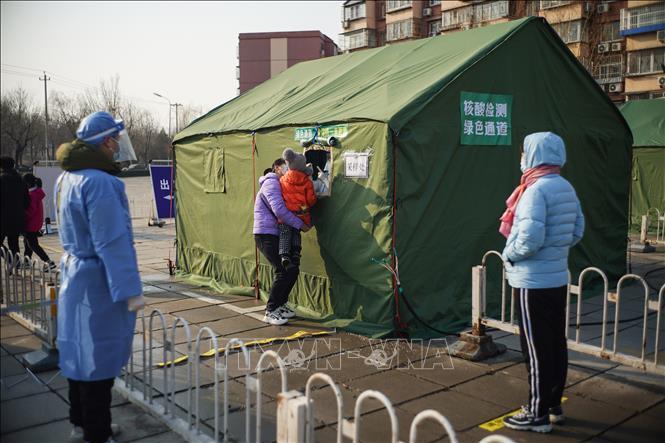 Một điểm xét nghiệm COVID-19 tại quận Đại Hưng, Bắc Kinh, Trung Quốc, ngày 20-1. Ảnh: THX/TTXVN