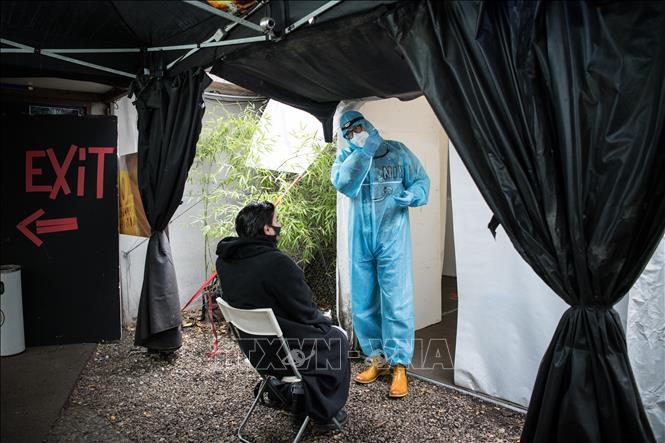 Một điểm lấy mẫu xét nghiệm COVID-19 tại Berlin, Đức ngày 23-12-2020. Ảnh: AFP/TTXVN