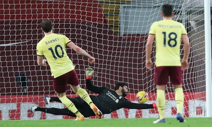 Barnes ghi bàn duy nhất mang về 3 điểm cho Burnley