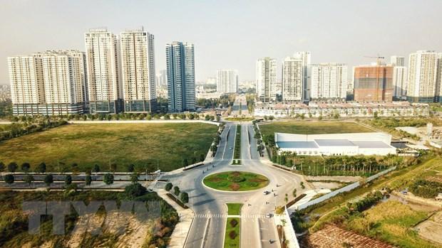 Đường Nguyễn Văn Huyên kéo dài với 8 làn xe kết nối 3 quận nội thành Hà Nội giúp người dân phía tây thủ đô đi lại thuận tiện hơn. Ảnh: TTXVN