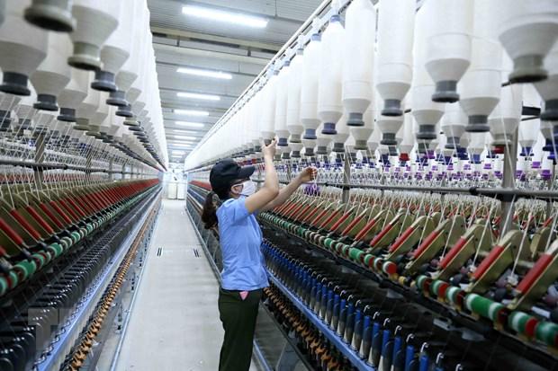 Công ty Cổ phần VinaTex Hồng Lĩnh tại cụm công nghiệp Hồng Lĩnh, thị xã Hồng Lĩnh (Hà Tĩnh) chuyên sản xuất các sản phẩm sợi xuất khẩu. Ảnh: TTXVN