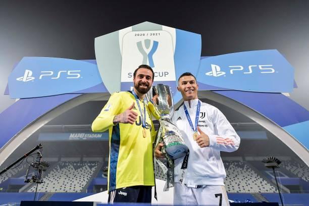 Ronaldo vừa lập kỷ lục vừa giúp Juventus giành danh hiệu.