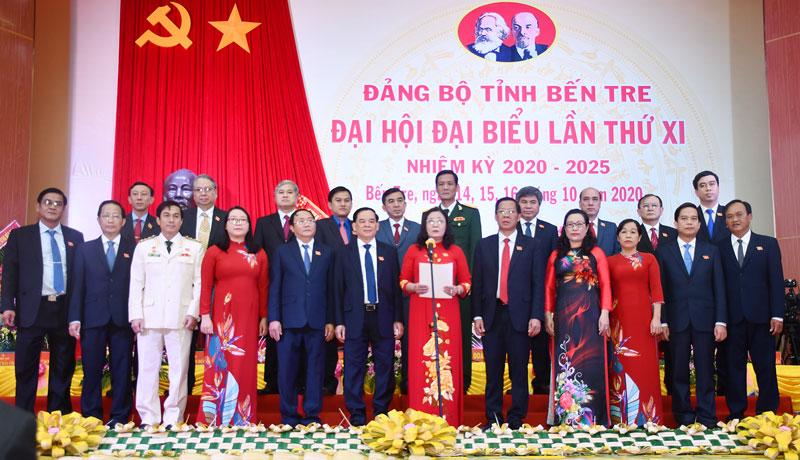 Đoàn đại biểu Đảng bộ tỉnh đi dự Đại hội XIII của Đảng.
