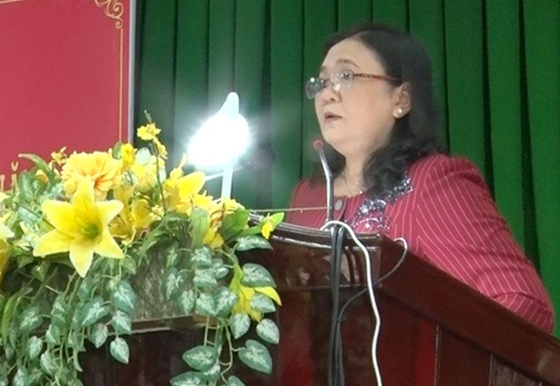 Phó bí thư Thường trực Tỉnh ủy Hồ Thị Hoàng Yến thông tin kết quả thực hiện Nghị quyết Tỉnh ủy năm 2020.