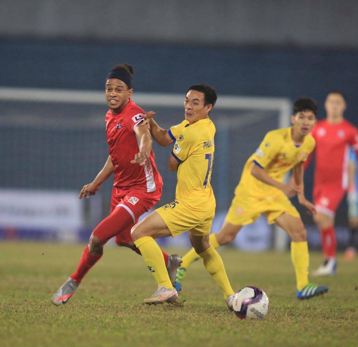 Hải Phòng tiếp tục thể hiện phong độ ấn tượng bằng chiến thắng trước Nam Định