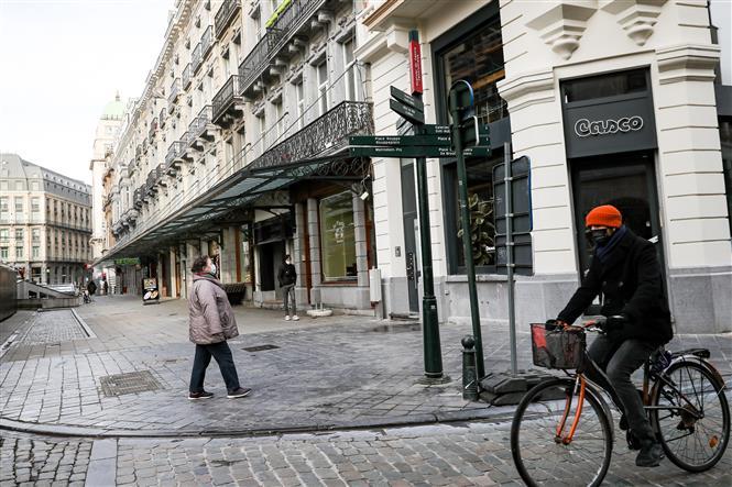 Cảnh vắng vẻ tại thủ đô Brussels, Bỉ khi lệnh hạn chế và cấm người dân đi du lịch nước ngoài với lý do không thiết yếu được ban hành nhằm ngăn dịch COVID-19 lây lan, ngày 22-1-2021. Ảnh: THX/TTXVN