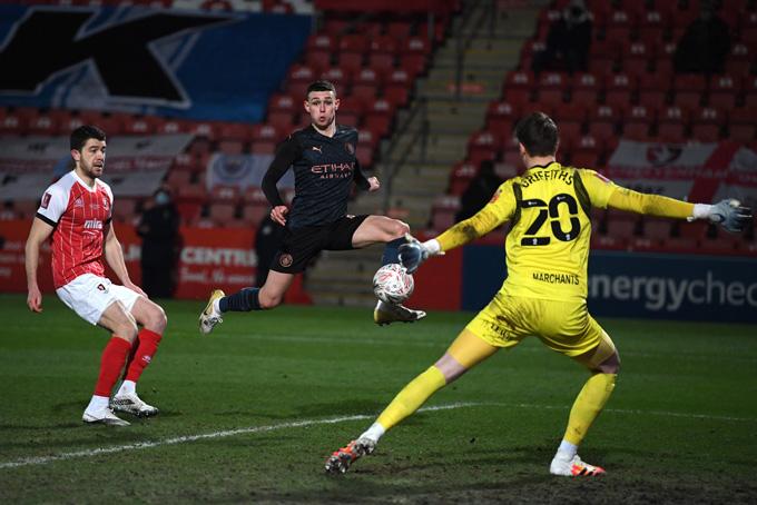 Phải đến phút 81, Foden mới gỡ hòa 1-1 trận Cheltenham vs Man City