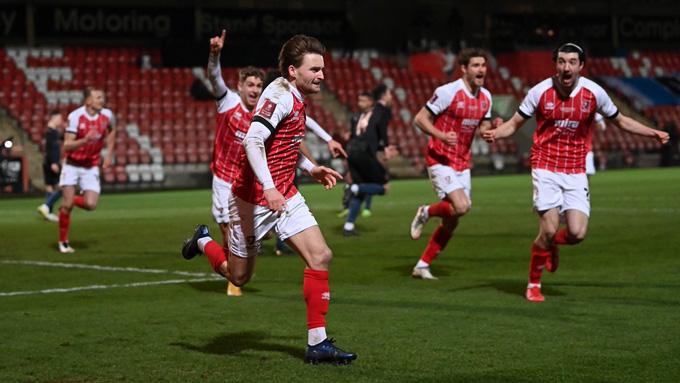 Alfie May bất ngờ mở tỷ số trận Cheltenham vs Man City