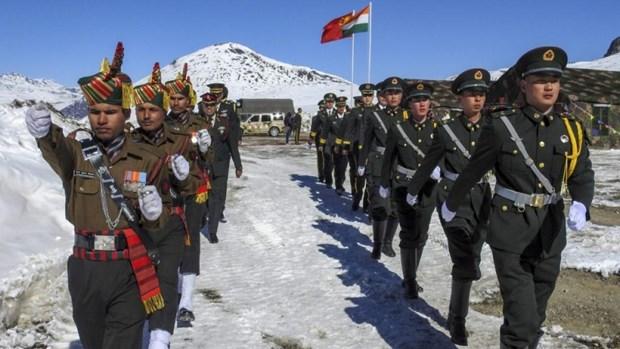 Binh sỹ Ấn Độ và Trung Quốc tại khu vực biên giới giữa hai nước (Ảnh: PTI)