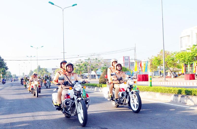 Cảnh sát giao thông tăng cường tuần tra, kiểm soát an toàn giao thông. Ảnh: Hữu Trí
