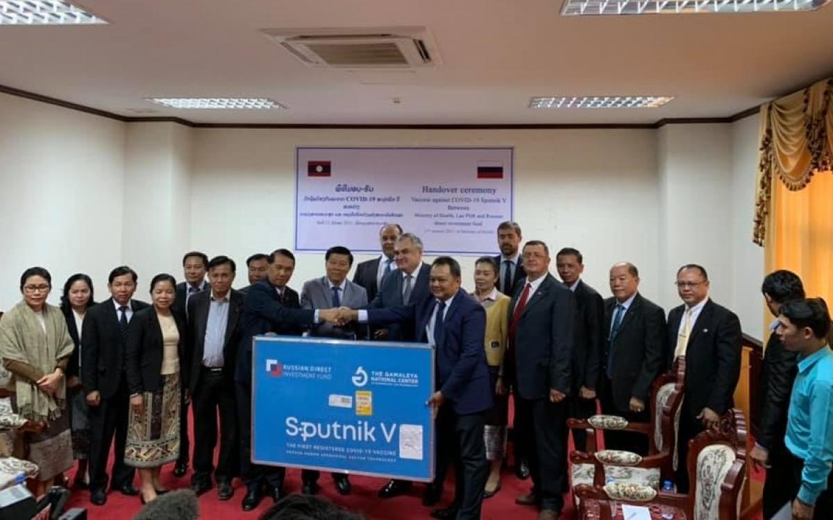 Lễ bàn giao vaccine Sputnik V của Nga cho Lào. Ảnh: Đại sứ quán Nga tại Lào