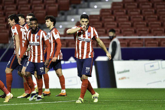 Atletico ngược dòng đánh bại Valencia để củng cố ngôi đầu bảng