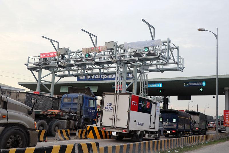 Cầu Rạch Miễu thường xuyên quá tải và ùn tắc giao thông.